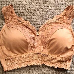 Rhonda Shear pin up bra